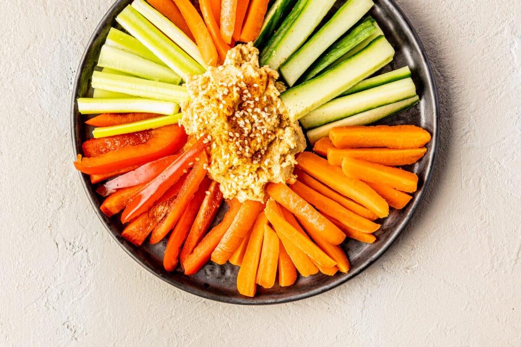 hummus met snackgroenten