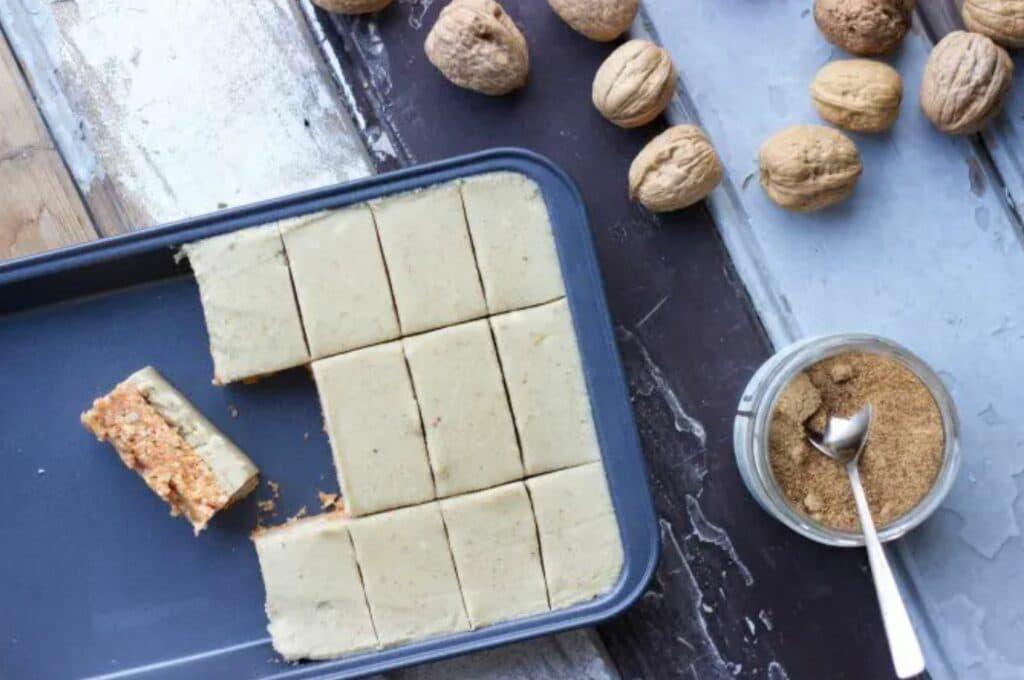 vegan worteltaart met cashew crème