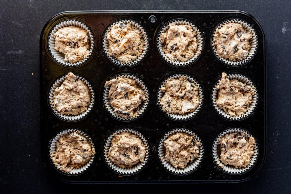 Ice cream muffins voordat ze de oven in gaan