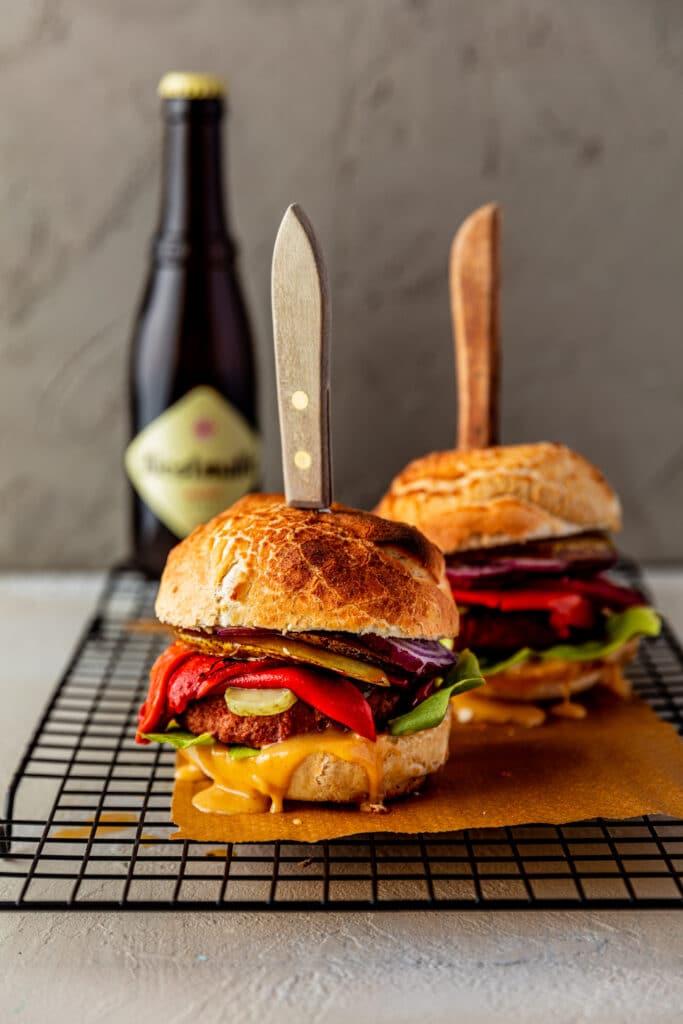 Vegan burger met peer en kaas