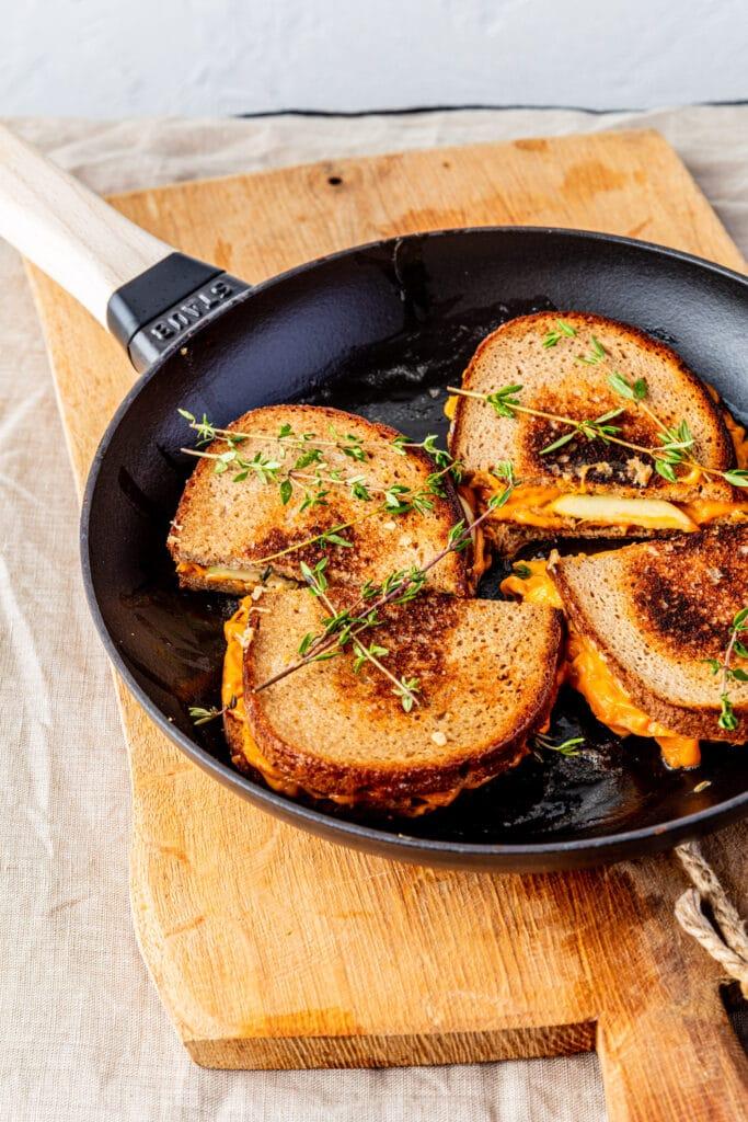 Recept Tosti met appel ahornsiroop en tijm