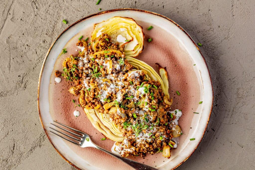 Vegan linzendahl met geroosterde kool recept