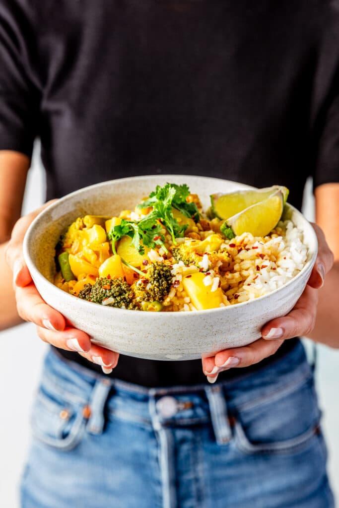 Gele thaise curry met vegan kipstukjes recept