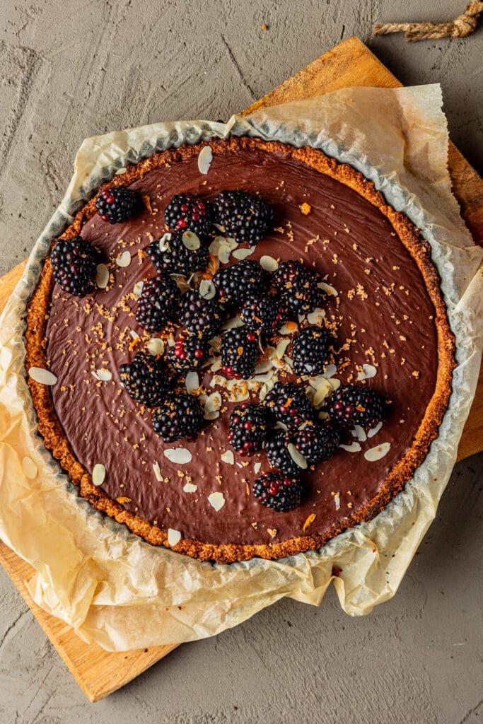 Vegan chocoladetaart met sinaasappel en bramen recept
