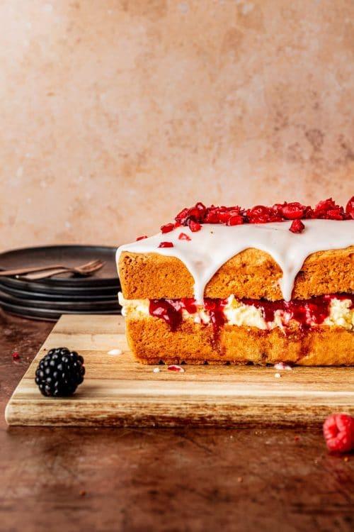 Vegan vanille cake met kersen recept met Koopmans bakmix vegan cake